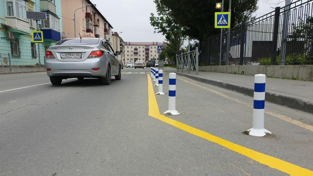 Родители бросают машины у школ и всем мешают, как это исправить? Опыт Южно-Сахалинска и Пскова