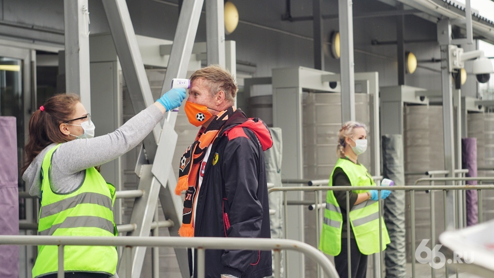3500 человек пришли на футбол. Как соблюдают меры безопасности на первом за 3 месяца массовом мероприятии
