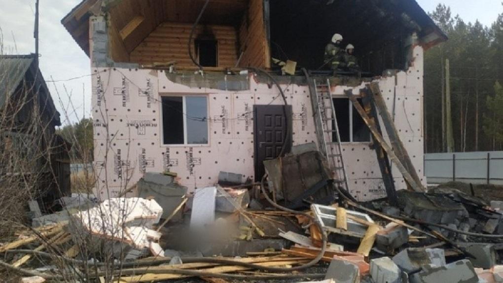Владимир Путин наградил пожарного, погибшего во время тушения дома в Асбесте